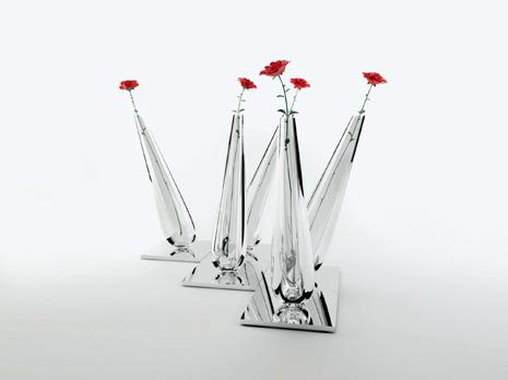 """""""Formes 2"""". Vases en verre de Murano fixé sur un socle miroir. 30 x 30 x 70 cm. série de 9"""